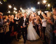Sparkler, vela faísca ou vela estrelinha em casamento. Foto: VIP Sparklers.