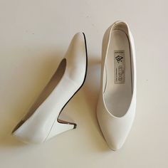 80s white almond pumps with kitten heels di BonTonShop su Etsy