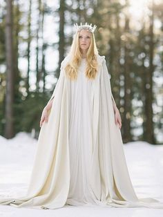 Winter Wedding Cape, Winter Wonderland Wedding, Winter Cape, Wonderland Alice, Snow Wedding, Amazing Wedding Dress, Wedding Dress Styles, Dress Wedding, Amazing Dresses