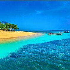 Amiga Island - Haiti North of Haiti Cap-Haitian.(photo credit O-Gun) Natural Disasters, Haiti, Photo Credit, Places Ive Been, Caribbean, Natural Beauty, Cruise, Beautiful Places, Waves