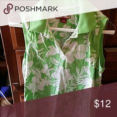 Summer no sleeve shirt by Caribbean Joe size M Summer shirt, green with white flowers Caribbean Joe  Tops Button Down Shirts