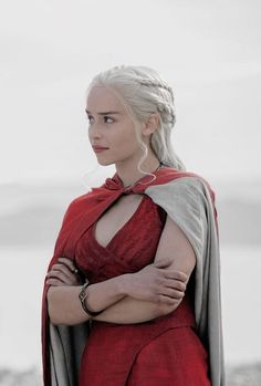 emilia clarke Daenerys Targaryen's Most Iconic Outfits on 'Game Of Thrones' - - Thor smiled. Wearing my colors? Diana rolled her eyes. So youre the prince of colors no - Arte Game Of Thrones, Game Of Thrones Facts, Game Of Thrones Outfits, Emilia Clarke Daenerys Targaryen, Game Of Throne Daenerys, Daenerys Targaryen Aesthetic, Game Of Thrones Khaleesi, Daenerys Targaryen Dress, Diana