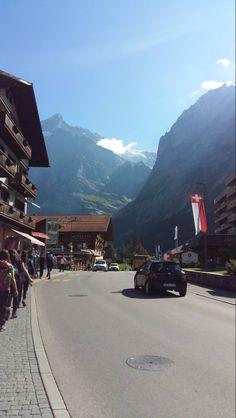 Een typisch Zwitsers plaatje! Deze afbeelding pinnen we je om je te inspireren voor je volgende vakantie!