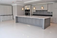 Learn about new kitchen decor tips and hints. Open Plan Kitchen Living Room, Kitchen Family Rooms, Kitchen On A Budget, New Kitchen, Kitchen Chairs, Kitchen Cupboards, Kitchen Decor, Kitchen Ideas, Kitchen Inspiration