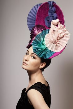 Louis Mariette, designer and milliner extraordinaire of wild ready-to-wear hats, fascinators, and bejeweled headpieces. Silly Hats, Crazy Hats, Fancy Hats, Louis Mariette, Hat Day, Races Fashion, 3d Fashion, Body Adornment, Love Hat