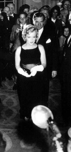 """Marilyn & Sir Laurence Olivier at The Premiere of """"The Prince & The Showgirl"""" Release date June 13, 1957"""