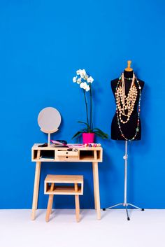 Com pouco gasto e trabalho se faz um cantinho para se arrumar!  Um novo jeito de contratar prestadores de serviço, o bougue te ajuda decorar, reformar, mudar, reparar e muito mais! http://bougue.com.br  #bougue #reforma #decoracao #casa #construcao #inspiracao #dica #reparar #instalar #home #decor #obra #novo #jeito #contratar #prestadores #servico  via: http://design-milk.com/livingblock-collection-by-antonio-serrano-for-mad-lab/livingblock-madlab-6-dressing-table-and-stool/