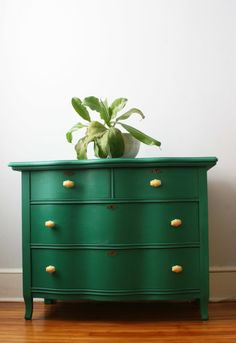 Green Serpentine Dresser from Urban Tastes Green Painted Furniture, Colorful Furniture, Paint Furniture, White Furniture, Furniture Projects, Furniture Makeover, Furniture Design, Bedroom Furniture, Furniture Websites