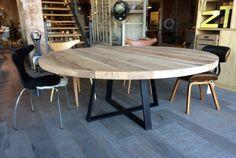 Massief eiken ronde tafel met stalen onderstel mat zwart. 1625€ incl btw en transport (120cm diameter)
