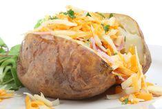 Patatas asadas rellenas, más rápidas en el microondas - Recetín