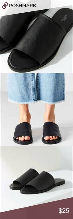 Urban Outfitters Milo Leather Sandal Urban Outfitters Milo Leather Sandal - Black - Size 8 - Has been worn & has a little scuff in the front of one of the shoes (see pictures). Slight crease in leather on upper Comfy flat footbed  Bundle& Save$! Free Gift with all purchases! ✨💰 Urban Outfitters Shoes Sandals