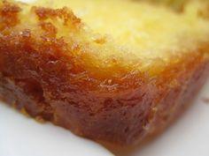 C'est quand même plus joli en V.O qu'en V.F, et de toutes façons c'est un gâteau anglais, alors... Et c'est un de mes préférés, j'ai toujours adoré le citron, en sauce, en crème, ou en gâteau... Pour un énorme cake, il faut les zestes râpés de 2 citrons...