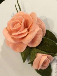 Купить Брошь розовая с бутоном - бледно-розовый, брошь, брошь цветок, брошь из войлока, подарок