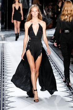 Pin for Later: The 5 Most Important Things You Need to Know About Day 7 of NYFW Day 4: Versus Versace Spring 2015 What would Versus Versace look like helmed by Anthony Vaccarello? Turns out it's 50 percent Versace, 50 percent Vaccarello, and 100 percent sexy.