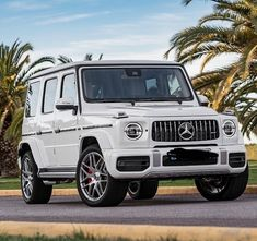 😍🔥 Rate and why? ❗️ I would rate because this is my favourite car for sure I love the design of this BEAST and it looks great in a white or a black paint job 😍 [Via: _auto_world ] Mercedes G Wagon White, White G Wagon, Mercedes Benz Cla 250, Mercedes Benz G Class, Mercedes Benz Convertible, Mercedes Benz Wallpaper, Bmw White, Amg Car, Beast
