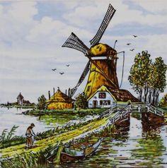 Polychrome tegel met een molen en een brug op de voorgrond.