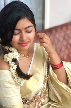 Beautiful Girl Indian, Most Beautiful Indian Actress, Beautiful Actresses, Cute Beauty, Beauty Full Girl, Beauty Girls, Kerala Saree, Malayalam Actress, Beautiful Models