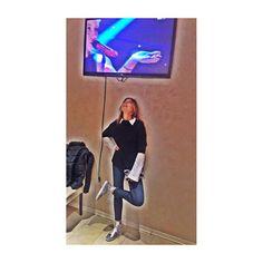 #PaolaPerego Paola Perego: Per guardare Sanremo ci vogliono le scarpe giuste #paillettes @lesilla #sanremo2015 #domenicain #rai1