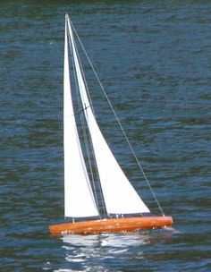Radio control  t37 rc pond yacht. By Tippecanoe Excellent Sailing Performance.