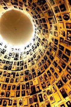 Sala de los Nombres, en el Museo del Holocausto de Jerusalén  Sala de los Nombres, un homenaje a las víctimas en el Museo del Holocausto de Jerusalén.