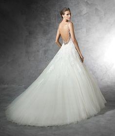 PRALA - Abito da sposa con particolari in strass confezionato in tulle