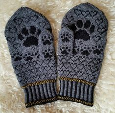 Leonberger Mittens pattern by Connie H Design Knitted Mittens Pattern, Knit Mittens, Mitten Gloves, Knitting Socks, Hand Knitting, Knitted Hats, Knitting Patterns, Frozen Cross Stitch, H Design