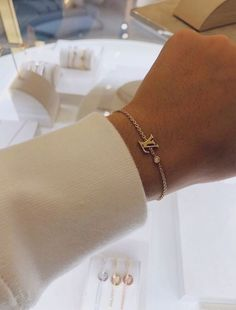 Accesories - Accesories jewelry - Accesories bag - Accesories aesthetic - Accesories h Dainty Jewelry, Cute Jewelry, Luxury Jewelry, Gold Jewelry, Jewelry Accessories, Gucci Jewelry, Fashion Accessories, Diamond Jewelry, Accesorios Casual