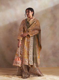 Shadi Dresses, Indian Dresses, Pakistani Dress Design, Pakistani Outfits, Indian Attire, Indian Suits, Punjabi Suits, Indian Wear, Indian Princess