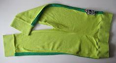Broekje van de mouwen van een oud vest. Even simpel als briljant.