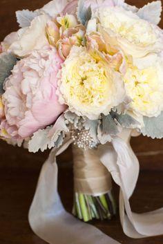 un precioso ramo de peonias rosa y amarillo para tu #boda