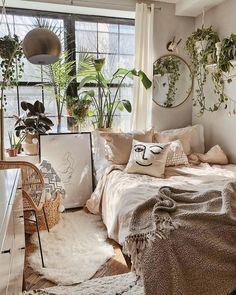 Bohemian bedroom and bedding design - Zimmer einrichten - Decoration Help Room Ideas Bedroom, Bedroom Inspo, Home Bedroom, Bed Room, Bedroom Designs, Modern Bedroom, Master Bedroom, Vintage Bedroom Decor, Nature Bedroom