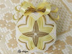 This Christmas bauble is a splendid combination of bronze sparkle ribbon, white and light yellow satin ribbon on a polystyrene bauble support, using the patchwork technique (pineapple), I sat the satin ribbon in a very interesting position to form the star in middle of ornament resulting this Yellow Quilts, Quilted Ornaments, Christmas Baubles, Quilting Projects, Holiday Crafts, Shabby Chic, Middle, Crafting, Bronze