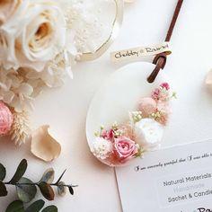 少しずつですが こちらも再販♫ お気に入りのプリザーブドローズの サシェです(*´o`*) #再販 #ミンネ #もうすぐ春 #アロマ #ワックスサシェ #ワックスバー #ボタニカル #自然素材 #ハンドメイド #プレゼント #インテリア #minne #chubby_round #handmade #natural #materials #aroma #sachet #aromabar #essentialoil #botanical #wax #flower #herb #present #gift #spring #preservedflower