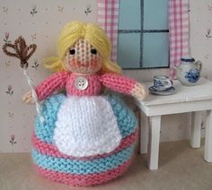 Tiny Topsy the Tooth Fairy. FREE pattern and lots of instructions. Supposed to be for a beginner. The girl turns upside down to reveal the fairy.