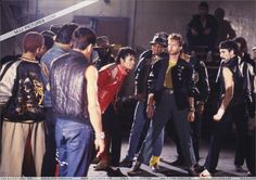Michael Jackson - The King of Style, Pop, Rock and Soul! Beat It :) Beat It Michael Jackson, Michael Jackson Thriller, Mj Music, King Of Music, Paris Jackson, Janet Jackson, Mtv Videos, Music Videos, Joseph