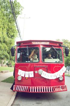 Et pourquoi pas carrément louer une voiture de tramway ou un bus ? :)