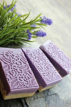 Love the look of this soap mold! Savon Soap, Soap Maker, Homemade Soap Recipes, Lavender Soap, Bath Soap, Soap Packaging, Milk Soap, Soap Molds, Cold Process Soap