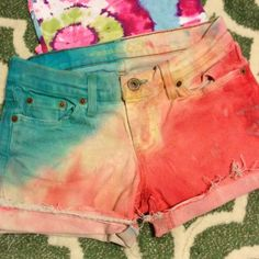Tye Dyed American Eagle Cut Off Denim Shorts Love these super colorful hand dipped tye dye shorts. Cut offs, distressed, light stress for a comfy fit. Diy Summer Clothes, Summer Diy, Summer Outfits, Casual Shorts, Denim Shorts, Tye Dye, Cut Off, American Eagle Outfitters Jeans, Username
