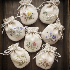 Wonderful Ribbon Embroidery Flowers by Hand Ideas. Enchanting Ribbon Embroidery Flowers by Hand Ideas. Ribbon Embroidery Tutorial, Embroidery Bags, Learn Embroidery, Hand Embroidery Stitches, Silk Ribbon Embroidery, Embroidery For Beginners, Crewel Embroidery, Cross Stitch Embroidery, Embroidery Techniques