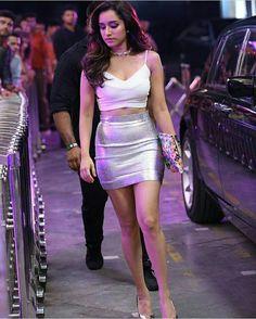 Shraddha Kapoor outfit in Half Girlfriend song Baarish ❤️😍 Bollywood Girls, Bollywood Stars, Bollywood Fashion, Shraddha Kapoor Hot Images, Shraddha Kapoor Cute, Beautiful Bollywood Actress, Beautiful Indian Actress, Beautiful Actresses, Indian Celebrities