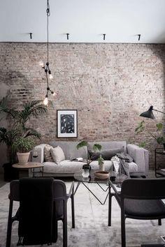 Paredes De Ladrillos A La Vista ¿Por Qué No? | Cut & Paste – Blog de Moda Brick Wall, Dining Table, Brick Walls, Diner Table, Dining Room Table
