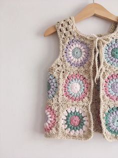 PUEDE costumbre ranuras bebé chaleco del por alittlerayofcrochet See other ideas and pictures from the category menu…. Crochet Waistcoat, Cardigan Au Crochet, Gilet Crochet, Crochet Jacket, Crochet Cardigan, Mode Crochet, Crochet Girls, Crochet For Kids, Knit Crochet