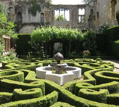 The beautiful knot garden at sudeley castle also plays for Tudor knot garden designs