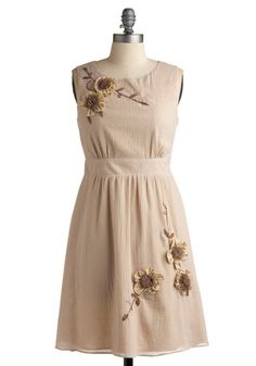 I don't think the color would do anything for me, but this dress is really pretty. :)