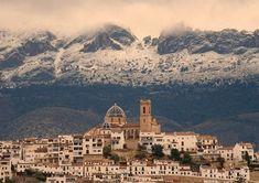 Altea y la Sierra de Bernia con nieve, Alicante - Spain