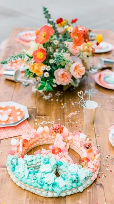 Tablescape from Peace, Love & Party styled by Deets & Things Hippie Birthday, Hippie Party, 6th Birthday Parties, Baby Birthday, Daughter Birthday, Party Co, 60s Party, Flower Power Party, Diy Party Decorations