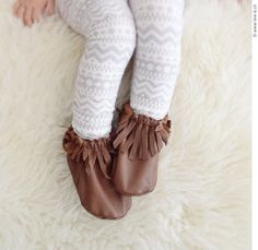 Mocassins pour bébé, chaussons en cuir à franges! diy petit patron fait maison, tuto de chaussons.