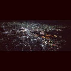 東京の夜景は僕が知る中では番きれいIt's a night wiew Tokyo city. #fromairplane #landscape #nightview #illuminate #tokyo #qx100 #東京 #夜景 #空からの景色 #飛行機からの景色 #東京タワー中心