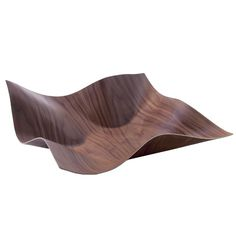 Large Tuisku Walnut Bowl Petri Vainio won two prestigious awards for Tuisku (Finnish for snowstorm), an elegantly crafted plywood bowl. The first, The Design Plus, is awarded to . Nordic Home, Scandinavian Home, Decorative Items, Decorative Bowls, Finnish Words, Cool Woodworking Projects, Nordic Design, Ceramic Cups, Decorating Your Home