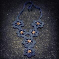 Colar  Crochê Azul Marinho